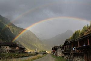 Regenbogen in Innergschlöß. - Foto: Anneliese Senfter
