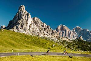 Auf den Spuren der Profis können Rennradfahrer unweit von Cortina d'Ampezzo entfernt wandeln. Der Gebirgspass Passo Giau ist Teil des berühmten Etappenrennens Giro d'Italia. - Foto: Diego Gaspari Bandion