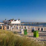 Kurz nach Sonnenaufgang noch verwaist: Der Strand von Ahlbeck und das Wahrzeichen Usedoms, die im Jahr 1898 eröffnete Seebrücke mit dem 170 Meter langen Seesteg. - Foto: Usedom Tourismus GmbH / Andreas Dumke