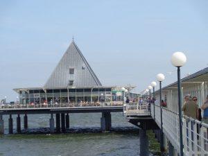 Die Seebrücke Heringsdorf ist mit 508 Metern die längste Seebrücke in Deutschland. - Foto: Dieter Warnick