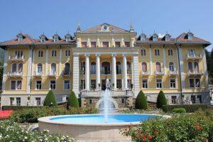 Kurpark und Grandhotel in Levico Terme.