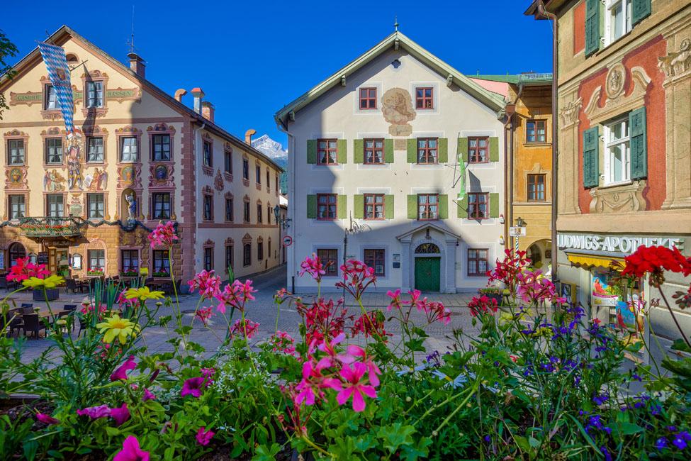 Historisches Ensemble – die Ludwigstraße im Ortsteil Partenkirchen. - Foto: Markt Garmisch-Partenkirchen / Marc Hohenleitner