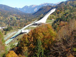 """Die Skisprungschanze ist ein architektonisches """"Wunderwerk"""". - Foto: Dieter Warnick"""