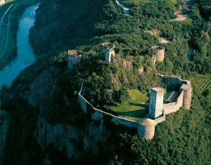 Das Schloss Sigmundskron zählt zu den größten Burganlagen Südtirols. - Foto: Verkehrsamt der Stadt Bozen