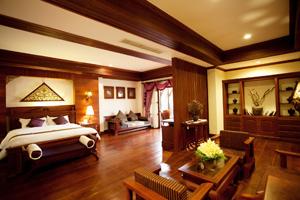 Edles kambodschanisches Holz in luxuriösen Zimmer.