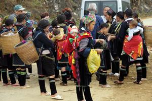 Touristen werden in Sa Pa grundsätzlich belagert.