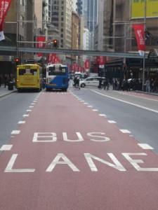 Busse sind zur Zeit auf dem Vormarsch. Nicht nur auf der eigenen Spur. Foto: Kathrin Schierl