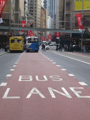 Busse haben zwar eine eigene Spur, kommen aber trotzdem immer zu spät.