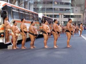 Sumo-Ringer beim Werbespot-Dreh.