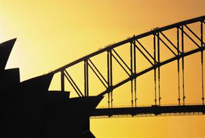 Sydneys Wahrzeichen bei Sonnenuntergang. Auf die Brücke ging's hinauf.