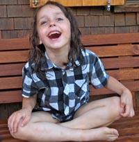 """Glück dieses Mädchens steht als Sinnbild für das Projekt """"Global Familiy Charity Resort""""."""