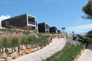 Britische Top-Architekten haben die Häuser im resort Martinhal entworfen: Foto:Heiner Sieger