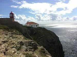 Am Kap San Vicent pfeift der Wind: Ältester Leuchtturm Portugals am äußersten Eck Europas, Foto: Heiner Sieger