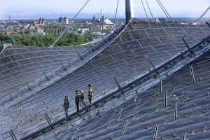 Das Zeltdach besteht aus Acrylglas.