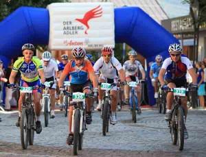 Rund 300 Teilnehmer gehen jährlich an den Start beim Arlberger Bike Marathon. - Foto: TVB St. Anton am Arlberg/Patrick Saely