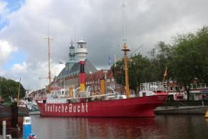Das Feuerschiff Amrumbank wurde im Oktober 1983 außer Dienst gestellt und im Stichkanal zu einem Museumsschiff umgebaut, das heute im Ratsdelft besichtigt werden kann. - Foto: Dieter Warnick