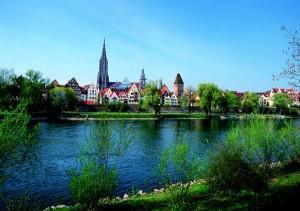 Das Ulmer Münster - Blick von der Donau. Foto: Tourismus Ulm