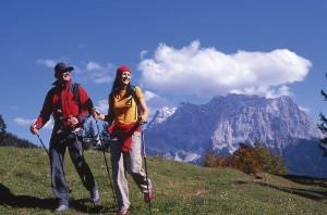 Wer geruhsame Wanderungen will, ist in Berwang genauso gut aufgehobene wie diejenigen, die sich der Zugspitze annähern wollen. - Foto: Tiroler Zugspitzarena