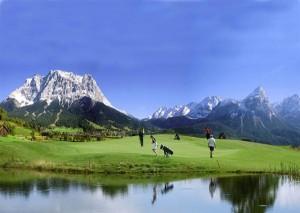 der größten Trümpfe des Zugspitz-Golfplatzes ist die traumhafte Lage zwischen Lermoos und Ehrwald. - Foto: Sporthotel Singer