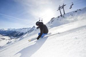 Mit der kostenlosen Ischgl App inklusive SkiGuide, Webcam und Trackingfunktion erhalten alle Skifahrer mitten im Skigebiet eine genaue Orientierung, on- genauso wie offline. - Foto: TVB Paznaun-Ischgl