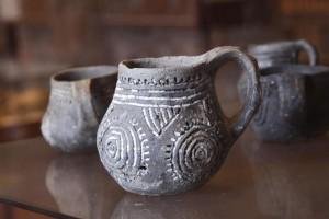 Im Heimatmuseum Mondsee sind umfangreiche Töpferwaren zu sehen. - Foto: Herbert Riesner