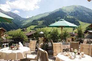 Von der Terrasse aus hat man einen herrlichen Rundblick auf die Berwanger Berge