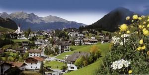 Berwang mit seiner Pfarrkirche St. Jakob ist ein Bergdorf wie aus dem Bilderbuch. - Pressearchiv Tiroler Zugspitzarena