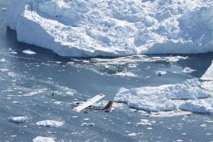 """Von Ilulissat aus geht es mit Air Zafari beispielsweise beim """"Icefjord Photo Sightseeing"""" zum Ilulissat Fjord. Er gehört zum UNESCO-Weltnaturerbe und fließt mit rund 20 Metern pro Tag. Das entspricht einer jährlichen Eismenge von 35 Kubikkilometern. Foto: Air Zafari"""