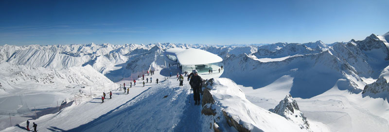 Das Panorama auf 3440 Metern ist umwerfend: Mehr als 50 Gipfel jenseits der 3000-Meter-Grenze grüßen.