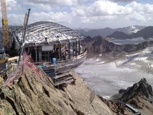 Die Bauarbeiten am Gipfel des Hinteren Brunnenkogels gestalteten sich mitunter äußerst schwierig.