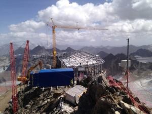 Mit einem gigantischen Aufwand wurde die Bergstation der neuen Wildspitzbahn errichtet.