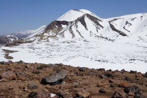 Red Crater (vorne) und Mount Ngauruhoe. Foto: Kathrin Schierl