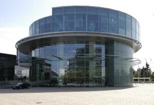 Im Audi Museum mobile gehen historische Exponate und zeitgemäße Präsentationsformen eine spannungsreiche Symbiose ein, die den Gang durch die Vergangenheit zu einem ebenso informativen wie kurzweiligen Erlebnis werden lässt. Foto: Stadt Ingolstadt