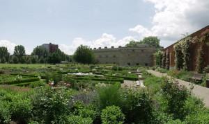 Der Klenzepark ist der größte und meistbesuchte Park in Ingolstadt. Besucher können sich bei einem Spaziergang durch den Duftkräutergarten von den vielseitigen Düften verzaubern lassen.