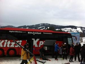 Der Kitz-Ski-Express fährt von Münchens Stadtitte direkt an die Piste in den Kitzbüheler Alpen; Foto: Heiner Sieger