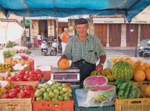 Leuchtendes Frisches Obst und Gemüse von den Bauern – gesehen auf dem Wochenmarkt in Llucmajor; Foto- Thomas Riedinger
