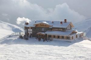 Die Wedelhütte ist Anfang April Österreichs höchst gelegenen Weinkeller. - Foto: SKi-optimal Hochzillertal Kaltenbach