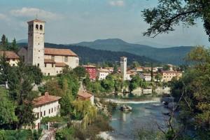 Die beschauliche Kleinstadt Cividale, am Fluß Natisone gelegen, ist die historische und kulturelle Hauptstadt des Weinanbaugebiets Colli Orientali. - Foto: Dieter Warnick