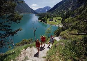 Ein See wie gemalt, und für Wanderer wie geschafften - der Achensee.