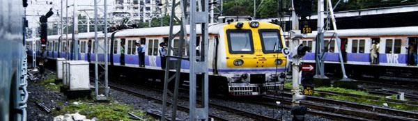 Auch Bahnfahren ist in Indien ein Erlebnis, vor allem das Ein- und Aussteigen.