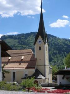 Die Pfarrkiche zum Heiligen Johannes dem Täufer in Walchsee wurde 1384 zum ersten Mal urkundlich erwähnt. - Foto: Dieter Warnick