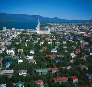Aus der Vogelperspektive: Reykjavik mit der Hallgrímskirkja. Foto: visitreykjavik