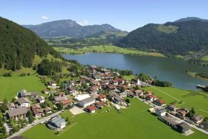 Der Ort Walchsee am gleichnamigen See lockt im Sommer Gäste aus nah und fern. - Foto: Tourismusverband Walchsee