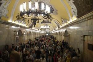 Ballsaalgleich: die U-Bahn-Stationen in Moskau. Foto: Kathrin Schierl