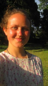 Nun bin ich gestriegelt und geleckt! Autorin Nora von Breitenbach in ihrer neuen Tracht. Foto: Nora von Breitenbach.