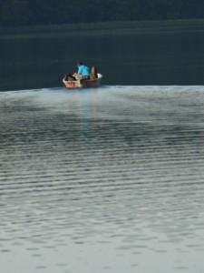 Wasser, Wasser und nocheinmal Wasser – und ab und zu ein Boot.