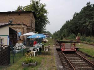 Picknick am Draisinen-Bahnhof.