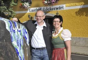 Die Wirtsleut' Hans und Flora Löcker freuen sich auf die glücklichen Gewinner. - Foto: Landgasthof Löckerwirt