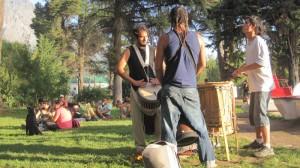 Entspannt war es in El Bolson. Nicht nur für die Trommler ist dort jeden Tag ein Feiertag. Foto: Nora von Breitenbach