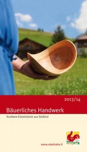 """Mit """"Bäuerliches Handwerk 2013/14"""" schlägt die Südtiroler Marke """"Roter Hahn"""" wieder einmal neue Wege ein. Die druckfrische Broschüre kann gratis unter www.roterhahn.it bestellt werden. - Foto: """"Roter Hahn"""""""